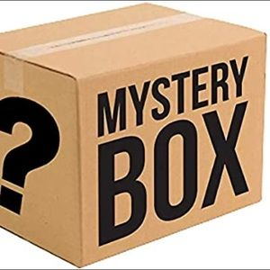 MAKEUP & SKINCARE MYSTERY BOX